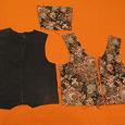 Выкройка жилетки для девочки, размер 38, Д.И. 43-44 см. Спинка черная джинса. .  Перед гобелен - цветы. .