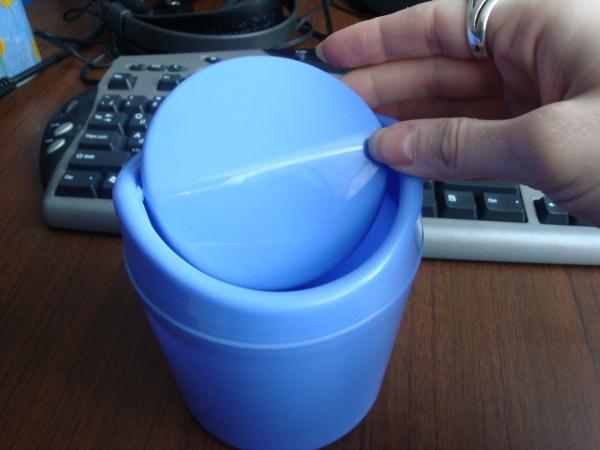 Как сделать маленькую мусорку на стол своими руками 56