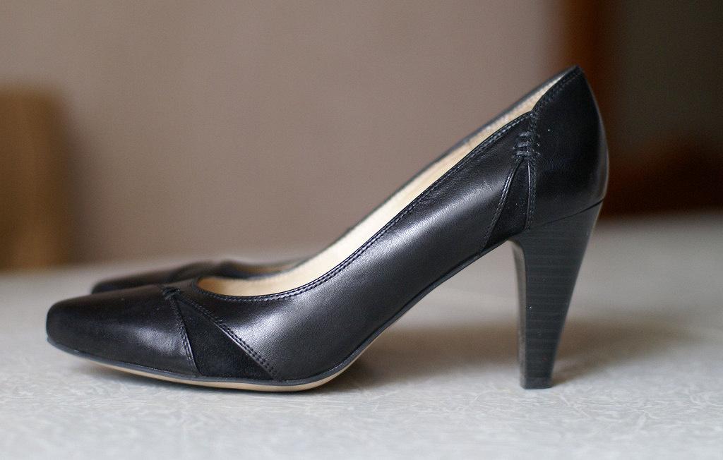 Туфли черные на каблуке кожаные