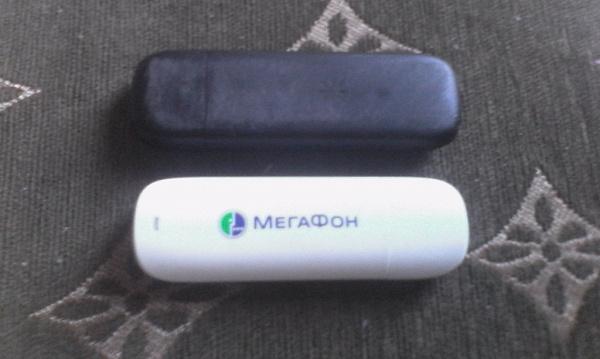 Два Мегафоновских модема, черный 4G модель M100-3 с еще активной сим по иде